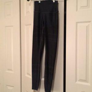 Alo  hi waist black stripe leggings sz xs  57888